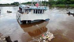 Pompong Anugrah Ditabrak Kapal Berbedera Panama di Sungai Musi