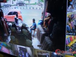Gawat Bah ! Mencuri Disiang Bolong, Pelaku Terekam CCTV
