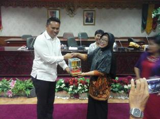 Anggota Dewan Terima Kunjungan SMK Darma Loka