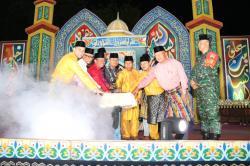 Kades Desa Senggoro Bersama DPRD Riau dan DPRD Bengkalis Resmi Tutup MTQ ke-12 Desa Senggoro