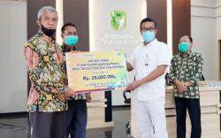 Arahan Bupati, BRK Kepri Salurkan Paket Bansos Sembako dan Uang Tunai