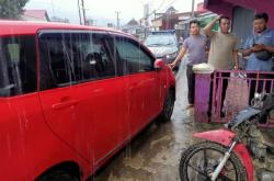 Mobil Jalan Sendiri, Lupa Kunci Rem Tangan