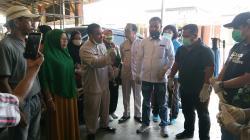 Sinergitas TNI-Polri Bersama Anggota DPRD Rohul Lakukan Penyimprotan Disinfectan di Mahato