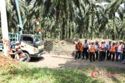 Penumbangan Pohon Bukti Dimulai Pembangunan Jaringan Listrik Warga Bukit Kijang