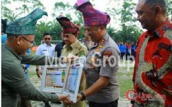 Bagi Pahlawan Karhutla, Kapolda Riau Pin Emas RAPP Janjikan Ratusan Juta