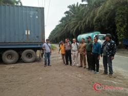 Warga 9 Desa  Desak Menejemen PLTA Asahan III Perbaiki Badan Jalan
