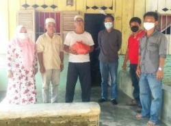 Sambangi Warga di Tengah Pandemi, PT DPI Gajah Sakti Bagikan Paket Sembako