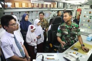 Prajurit Satgas MTF TNI Gelar Open Ship Saat Sandar di Jeddah
