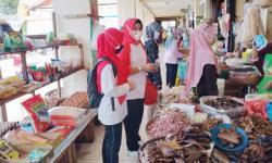 1000 Masker Dibagikan Kesbangpol Riau di Pasar Limapuluh