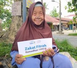 Nenek 95 Tahun di Pekanbaru Terima Zakat Fitrah Dari Rumah Yatim