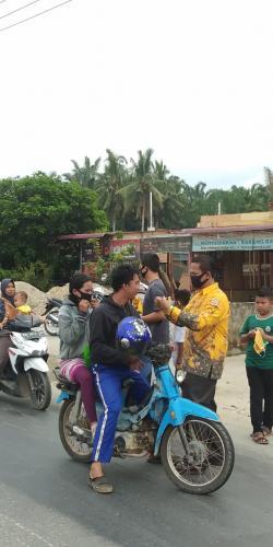 Partai Golkar Rohul  Bagikan 1000 Masker Gratis Peduli Kesehatan Warga Dampak Covid-19