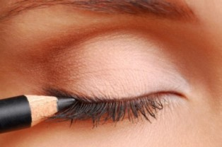 Ini Eyeshadow yang Jadi Tren Makeup Tahun 2017