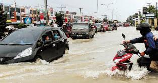 Hujan Sebentar, HR Soebrantas Menjadi