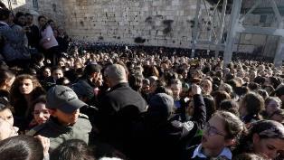 Sesama Yahudi Bentrok, Puluhan Dilarikan Kerumah Sakit