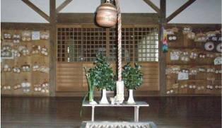Kuil tempat pemujaan dewa  dipenuhi dengan Payudara Wanita